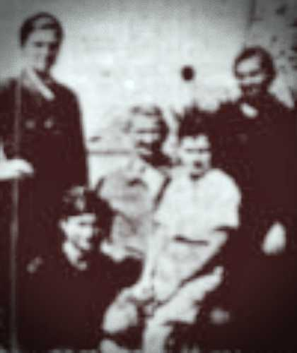 Η οικογένεια της Ευσταθίας Παπασταθοπούλου, με την ίδια να διακρίνεται αριστερά