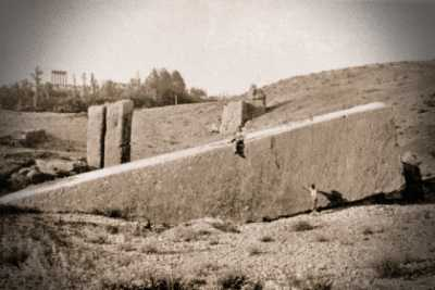 Ένας εκ των μυστηριωδών ογκόλιθων του Baalbek
