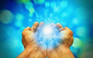 Η μυστηριώδης θεραπευτική δύναμη των χεριών της Imelda...