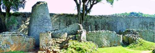 Ο κωνικός πύργος στο εσωτερικό της Μεγάλης Ζιμπάμπουε