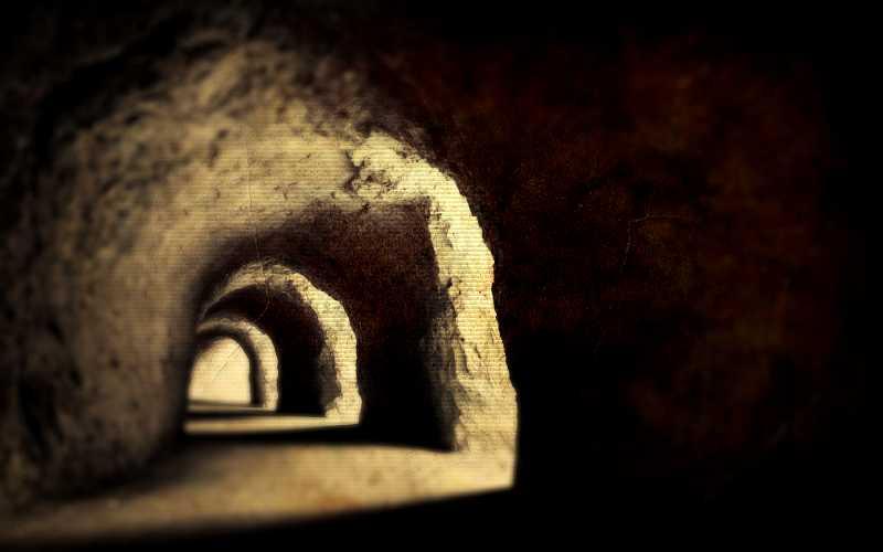 Η υπόγεια αρχαία δεξαμενή του Πειραιά με το απέραντο πλάτος, το 1893...