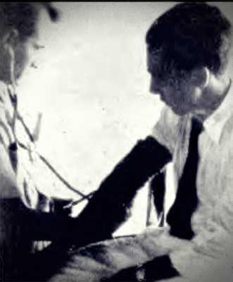 ο Antonio Villas Boas, αμέσως μετά το περιστατικό, εξεταζόμενος από γιατρό
