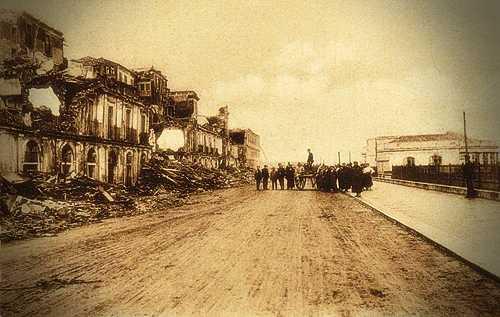 Η προκυμαία του Ρέτζιο, στην Καλαβρία της Ιταλίας, μετά τον φονικό σεισμό
