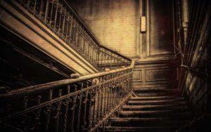 Ιστορίες φαντασμάτων στην Ελλάδα - Τα στοιχειωμένα σπίτια στις Τζιτζιφιές και στον Βόλο...